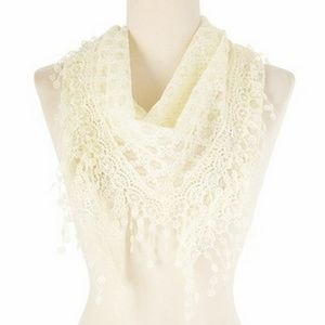 New Fashion Triangle Lace Scarf Offwhite Color